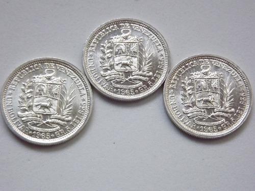 Excelentes tres monedas de plata 1 bs. un bolívar. 15