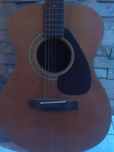 Guitarra yamaha fg110 con su estuche..