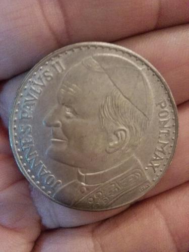 Moneda sin valor con la figura del papa juan pablo segundo