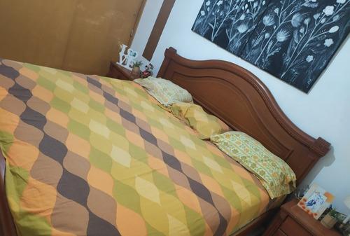 Cama king 2*2 con colchon y 2 mesas de noche en caracas