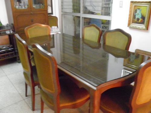 Comedor de caoba con vidrio ahumado 5mm,8 sillas 2 vitrinas