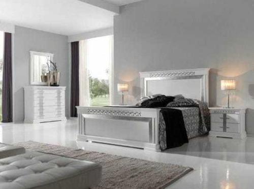 Juego de cuarto, cama, mesas y tocador 1.600 vrds.