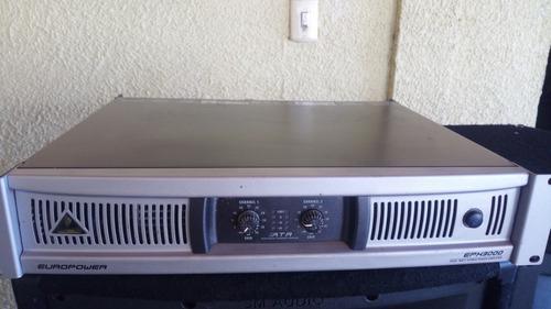 Amplificador bheringer 3000 watts de potencia