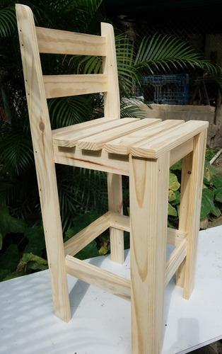 Taburete o silla alta para barra de madera