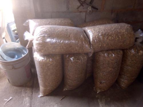 El sustituto de arena para gato lecho sanitario. pack 5 saco