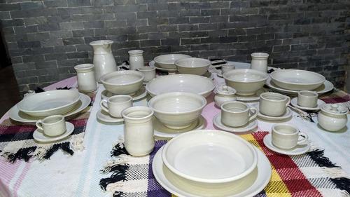 Vajilla, platos, vasos, tazas, soperas, jarra, ensaladera