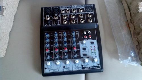 Mezcladora de sonidos behringer xenyx 802 m 120 trump