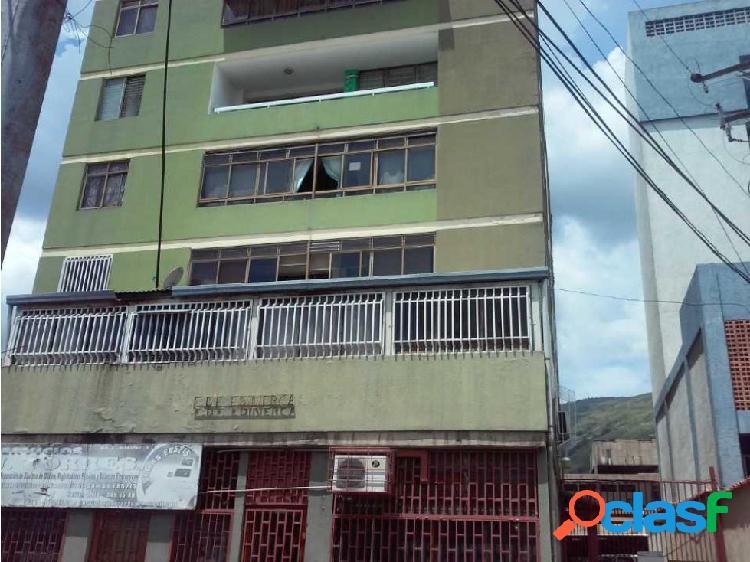 Apartamento en Excelente Zona de La Víctoria, Edificio Edinerca
