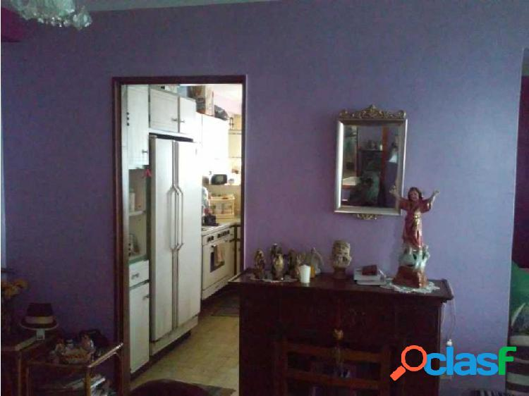 Apartamento en Excelente Zona de La Víctoria, Edificio Edinerca 2