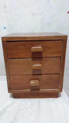 Gabetero de madera 26cm de ancho x 30cm de alto.
