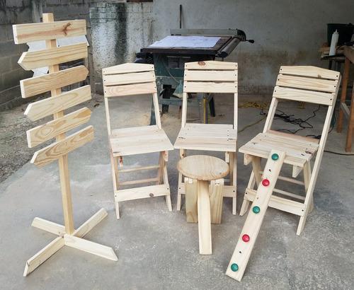 Silla plegable de madera y taburete