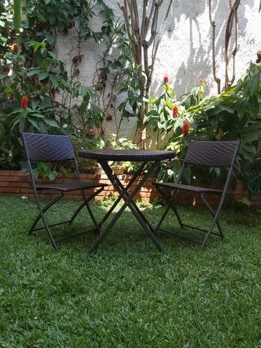 Mesa y dos sillas plegables tejidas mimbre sintetico 220 vrd