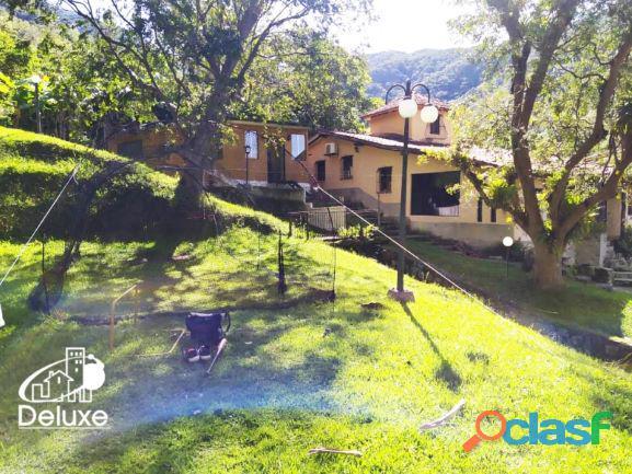 Amplia Casa con áreas verdes y clima de montaña, La Pedregosa Alta 1