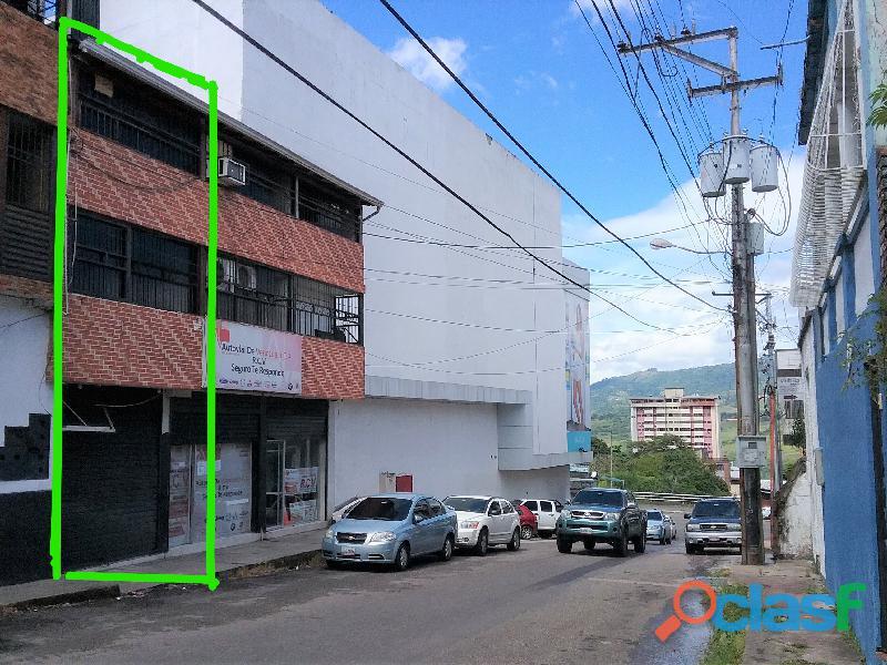 SE ALQUILA Local Comercial de TRES niveles (San Cristobal). 1