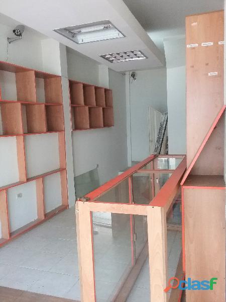 SE ALQUILA Local Comercial de TRES niveles (San Cristobal). 3