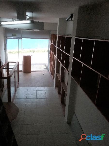 SE ALQUILA Local Comercial de TRES niveles (San Cristobal). 4