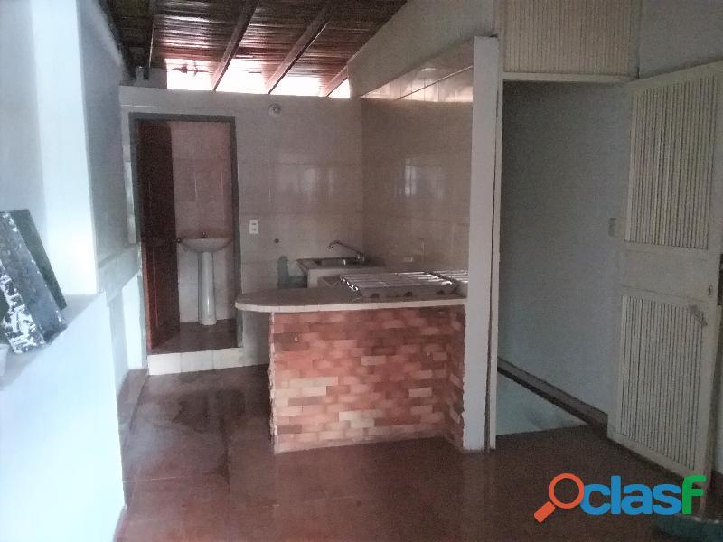 SE ALQUILA Local Comercial de TRES niveles (San Cristobal). 10