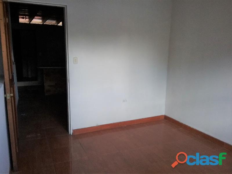 SE ALQUILA Local Comercial de TRES niveles (San Cristobal). 11