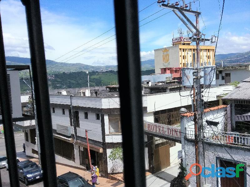SE ALQUILA Local Comercial de TRES niveles (San Cristobal). 14