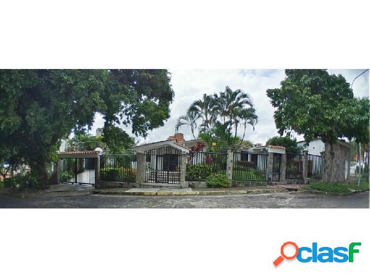 Casa en venta, Urb Lomas del Este, #20-4464 AJC 04244616444