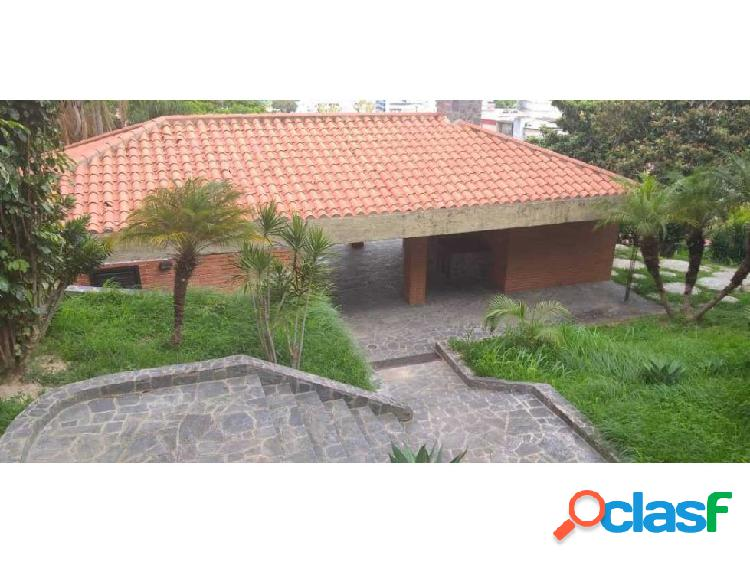 Se vende casa 177m2 5h+s/5b+s/2p Lomas de la Trinidad
