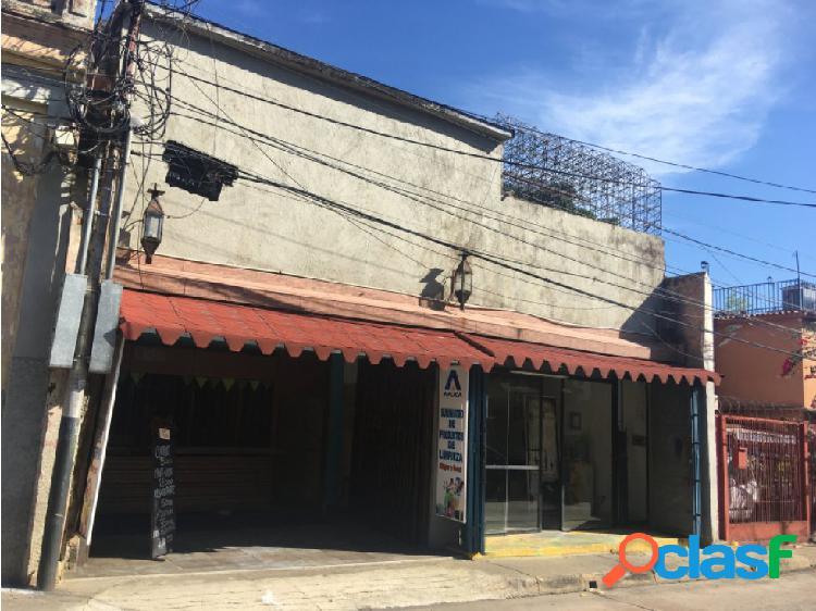 Casa con local comercial en la av. bolivar norte