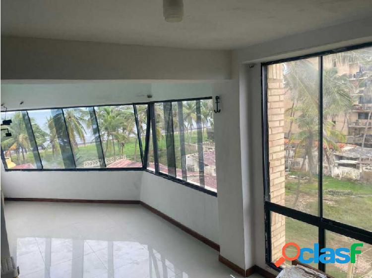 Se vende Apartamento semi amoblado en Tucacas 67mts 1