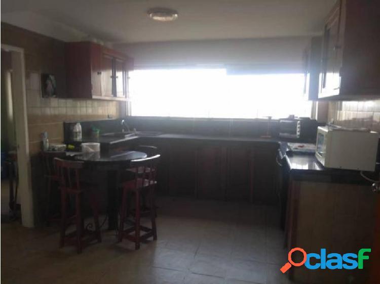 Apartamento en alquiler en barquisimeto este, al 20-3040