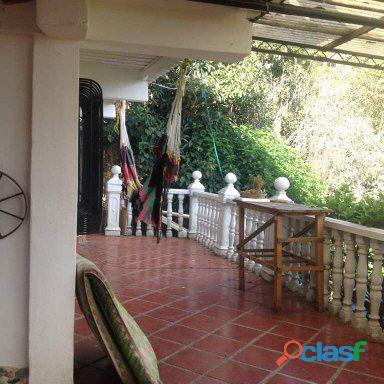En venta casa en Urbanización El Junko vía El Junquito