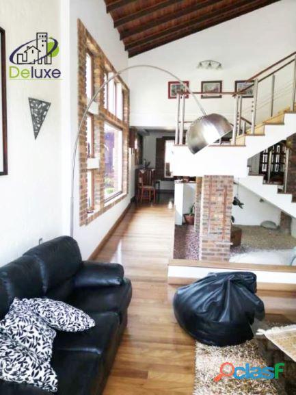 Exclusiva Casa, con un diseño único en su estilo, Urbanización Las Tapias 3