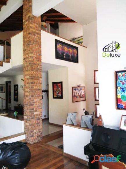 Exclusiva Casa, con un diseño único en su estilo, Urbanización Las Tapias 4