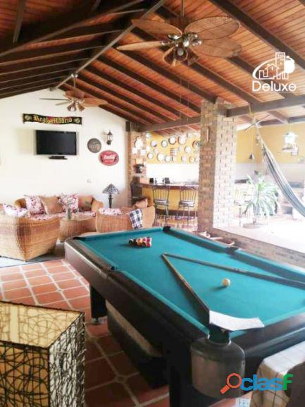 Exclusiva Casa, con un diseño único en su estilo, Urbanización Las Tapias 12