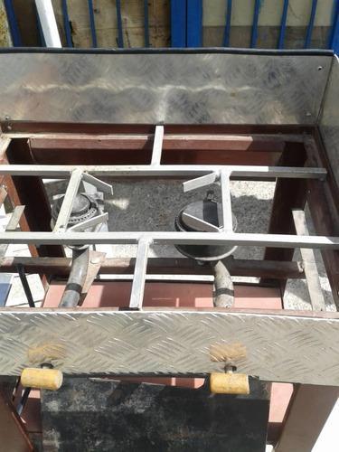 Cosinilla artesanal de dos hornillas a gas con plancha