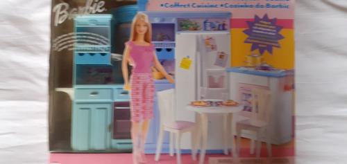 Cocina para muñecas barbie.