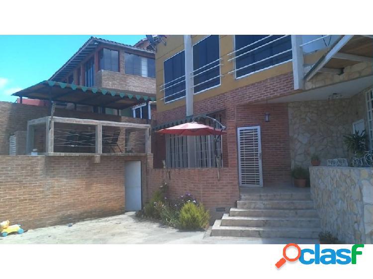Vendo Town House Colinas de Caicaguana