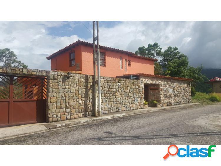Casa Quinta estilo Colonial en La Entrada, sector Altamira