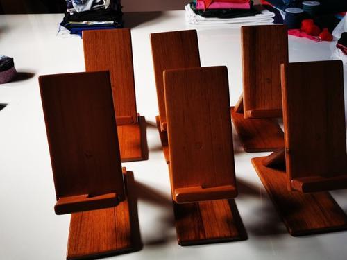 Porta celular en madera teléfonos inteligentes
