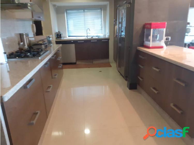 En venta hermoso apartamento en el Parral 3