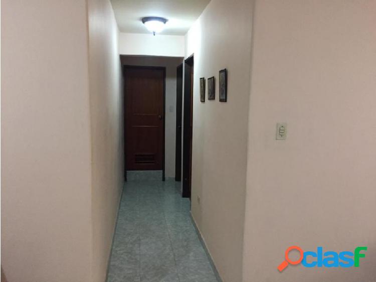 Junior alvarado vende apartamento en bqto rah:20-18000 ?04245034947