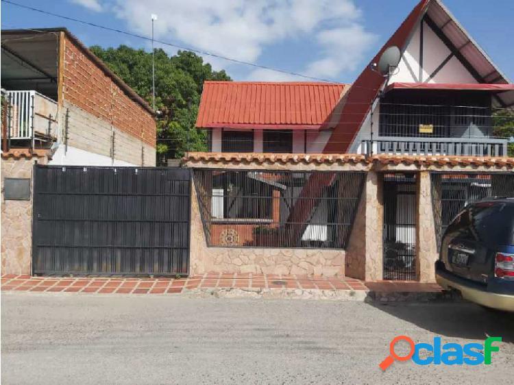 Inmobiliaria farro vende espectacular chalet en maracay