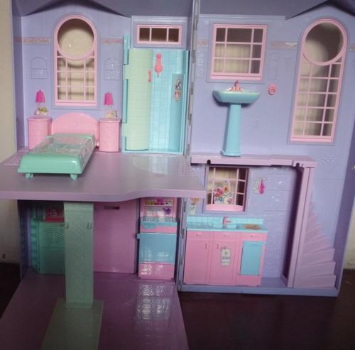 Casa de barbie original incluye accesorios y barbie