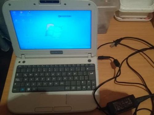 Mini laptop c-a-n-a.i.m@ letras rojas
