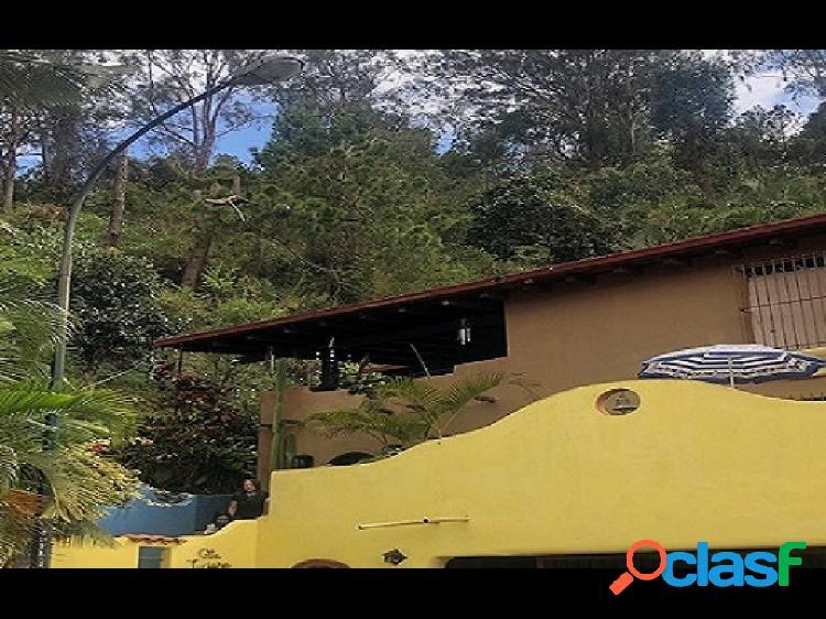 Casa en alto prado c/ amplias terrazas y rodeada de vegetación