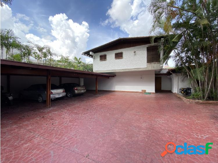 Se venden casas de 2.000 m² 8h/11b/16p valle arriba