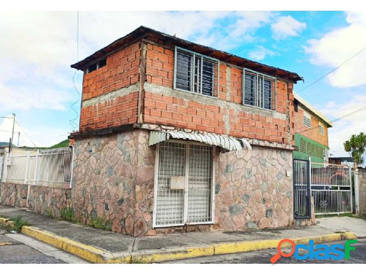 Casa en caña de azúcar con anexo y local comercial