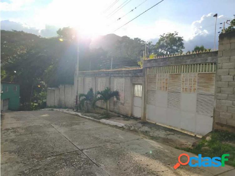 Se vende casa en el castaño, sector 19 de mayo. maracay