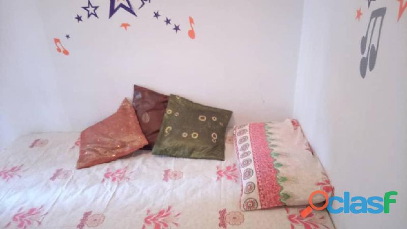 Alquiler de habitacion en El Paraiso, solo dama 2