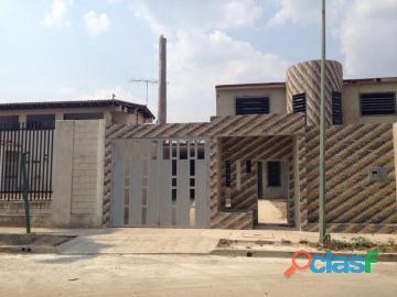 Casa en Venta en El Recreo, La Victoria. Aragua, Enmetros2, 18 82001