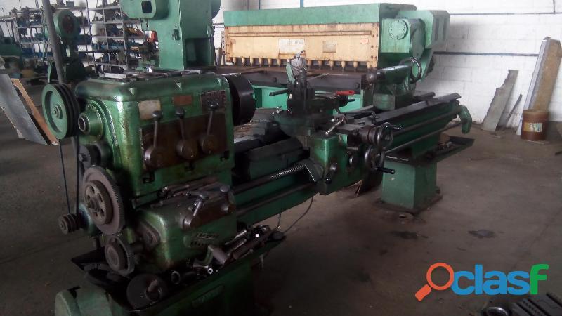 Galpon industrial con maquinaria