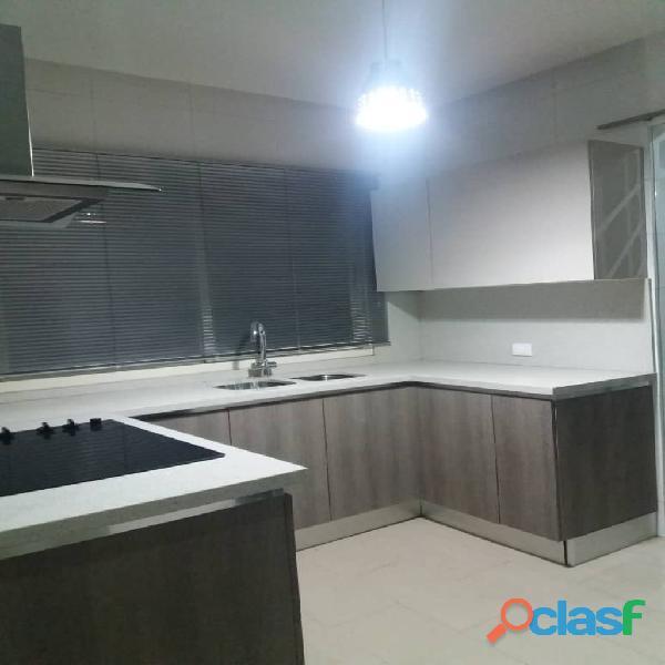 Apartamento en Altos de Guataparo. FOA 699 4